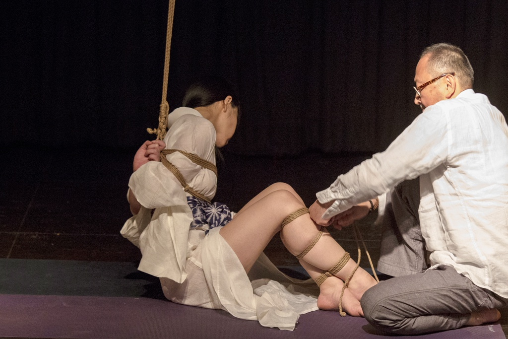Akira Naka in Los Angeles Kinbaku Today 16
